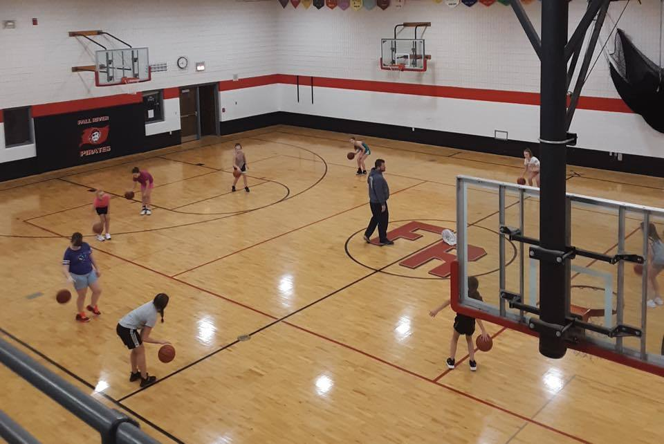 girls basketball team practicing